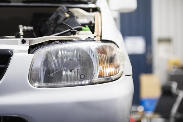 放置するのは危ない?ヘッドライトの曇りの原因とその解消方法を紹介