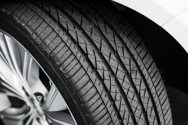 タイヤに窒素ガスを充填するメリットとは?